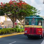 グアムの交通手段はラムラムツアーズが運行する赤いシャトルバス!